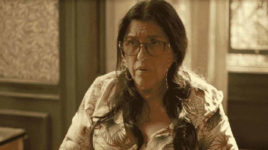 """Lurdes fica espantada com a revelação de Jane em """"Amor de Mãe"""" - Reprodução/Globo"""