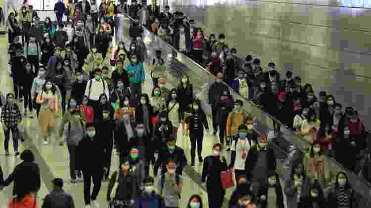 Multidão usando máscara - LewisTsePuiLung/iStock - LewisTsePuiLung/iStock