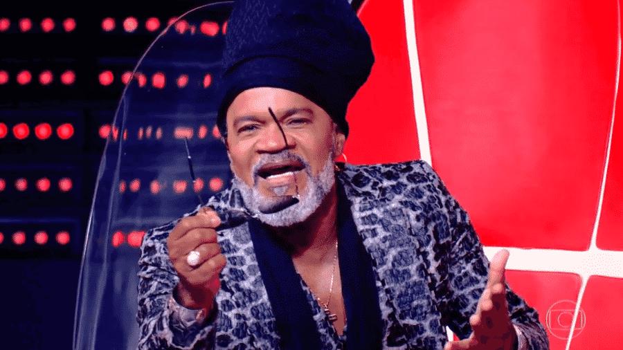 """Carlinhos Brown se emocionou com apresentação no """"The Voice Brasil"""" - Reprodução / TV Globo"""