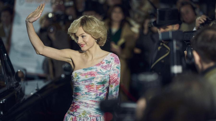 """Emma Corrin como Diana em """"The Crown""""; bulimia da princesa é retratada na série - Divulgação"""