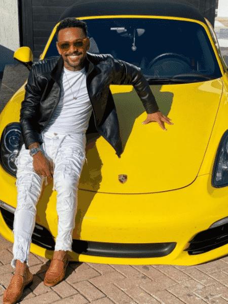 Nego do Borel posou com outro carro de luxo na tarde de hoje, depois de ostentar McLaren de R$ 3,25 milhões - Reprodução/Instagram/@negodoborel