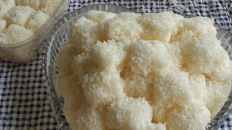 Bala feita de açúcar de confeiteiro, leite de coco e coco ralado - DikadaNaka