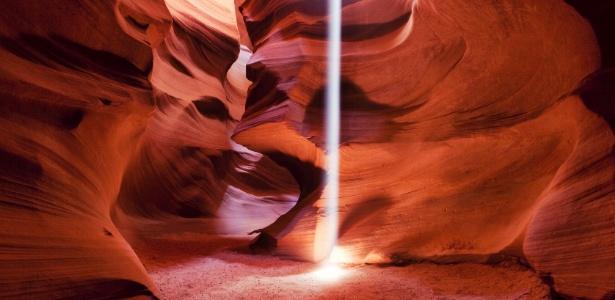 Além de suas formas, o Antelope Canyon oferece espetáculos de luz - Getty Images
