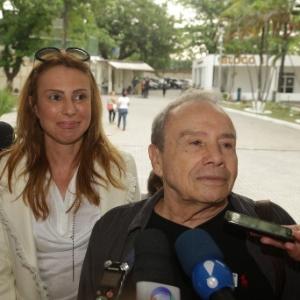 Stênio Garcia e a mulher foram à delegacia para depor sobre o caso - Marcello Sa Barretto/AgNews
