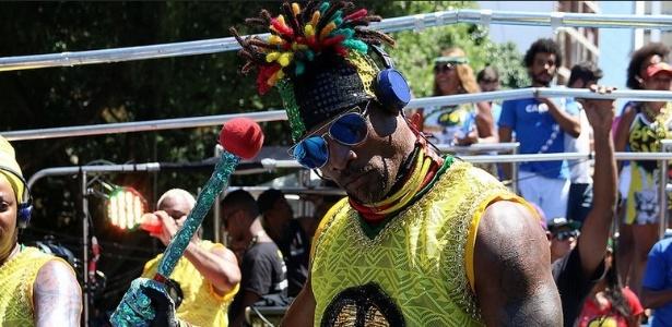 Olodum desfila em trio sem cordas pelo circuito Campo Grande no último dia do Carnaval de Salvador