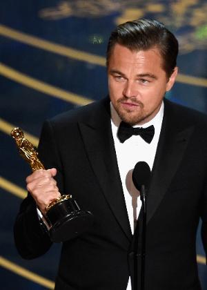 """Leonardo DiCaprio leva Oscar de melhor ator por """"O Regresso"""""""