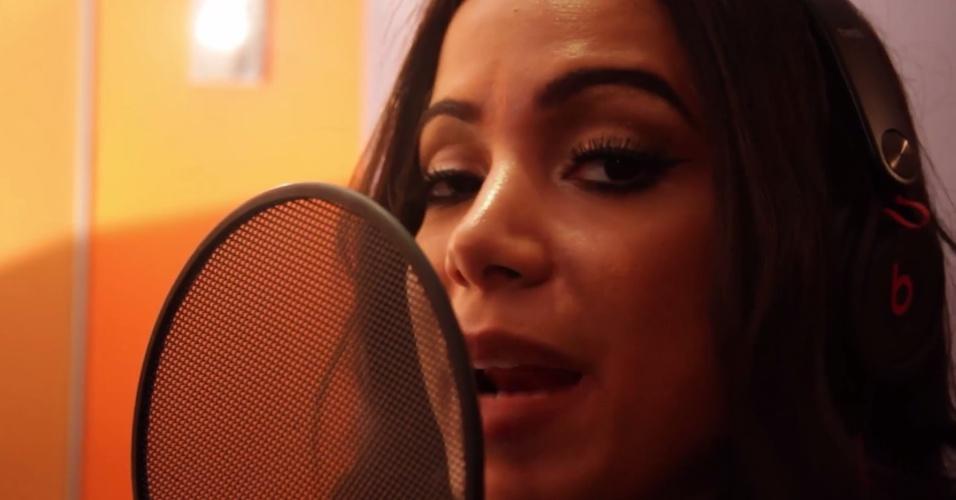 Anitta em cena do videoclipe de