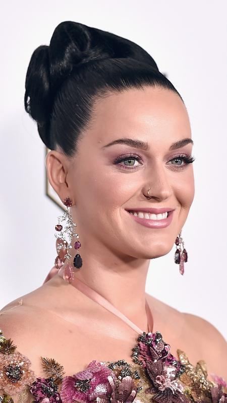 Katy Perry é adepta do make rosa - Getty Images