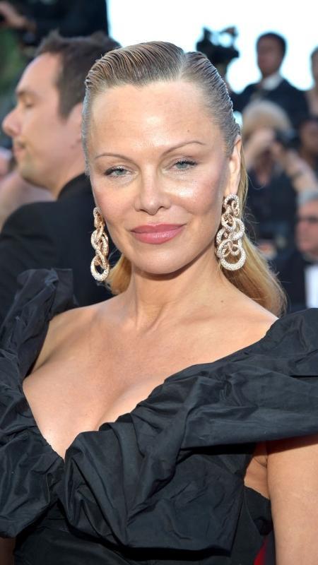"""20.mai.2017 - Pamela Anderson vai a exibição do filme """"120 Batimentos por Minuto"""" em Cannes - Getty Images"""