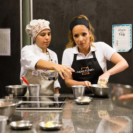 """Renata Dominguez em aula no """"Super Chef Celebridades"""" - Tata Barreto/TV Globo"""