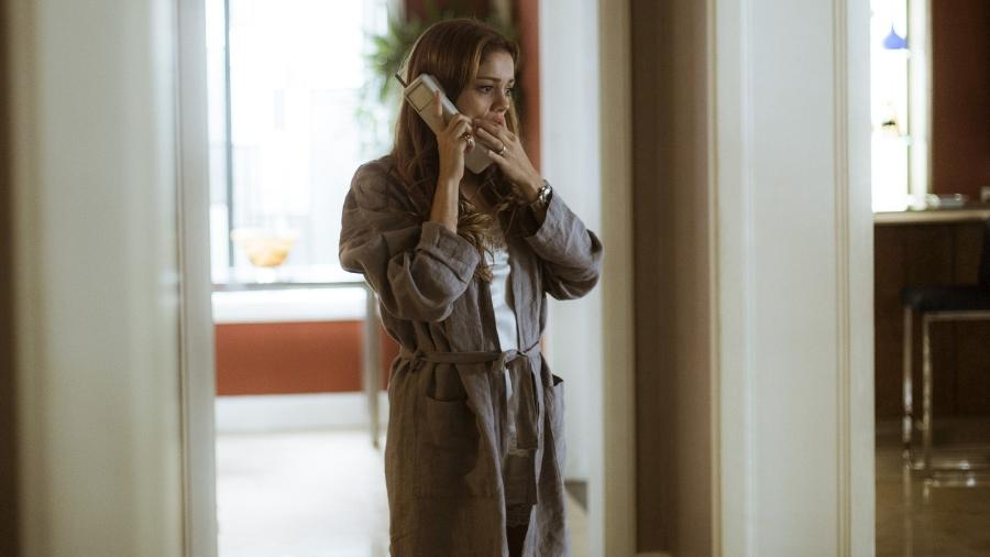 """Alice (Sophie Charlotte) tenta descobrir o paradeiro dos filhos em """"Os Dias Eram Assim"""" - Reprodução/GShow"""