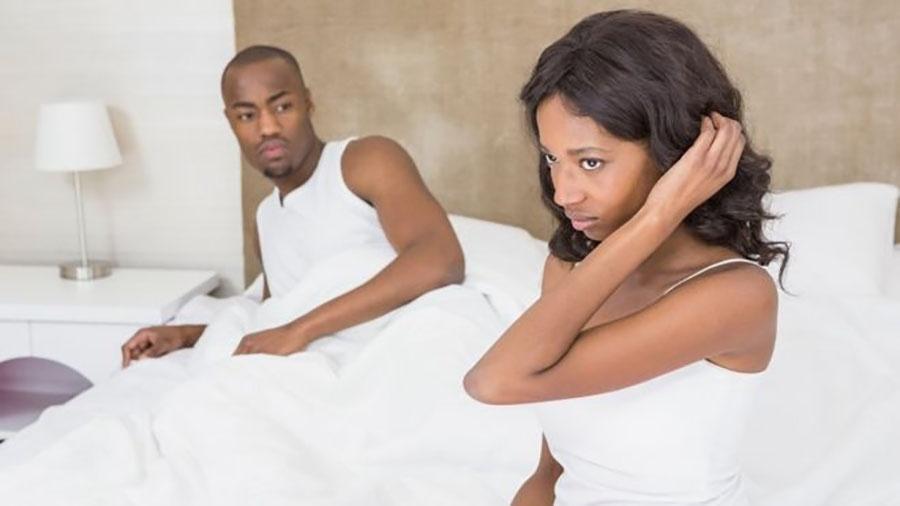 Relacionamentos mais longos que um ano foram um fator na falta de interesse das mulheres no sexo - Getty Images