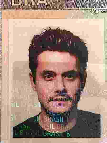 John Mayer posta foto do visto brasileiro dias antes de vir ao país para 5 shows - Reprodução/Facebook