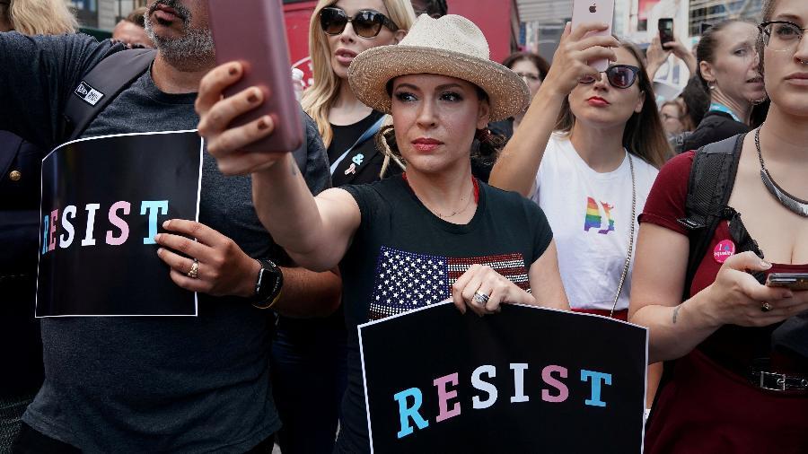 Atriz Alyssa Milano pediu a vítimas de assédio que se pronunciassem, em demonstração de solidariedade - REUTERS/Carlo Allegri