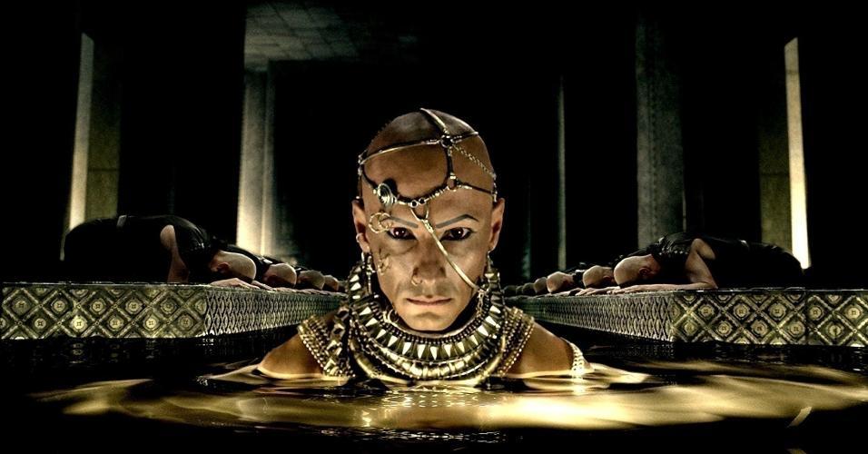 """Rodrigo Santoro em cena de """"300: A Ascensão do Império"""" (2014)"""