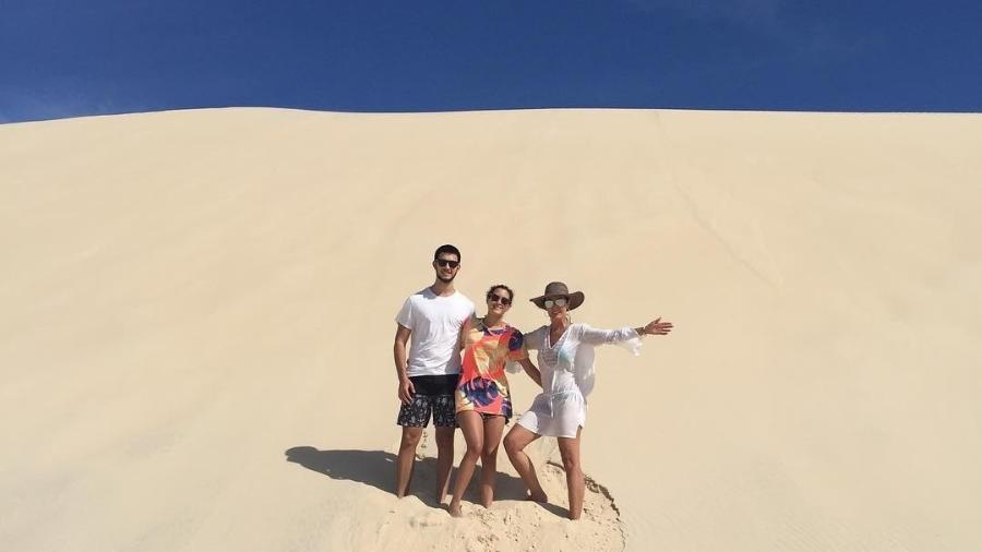 Fátimas Bernardes com os filhos Beatriz e Vinícius - Reprodução/Instagram