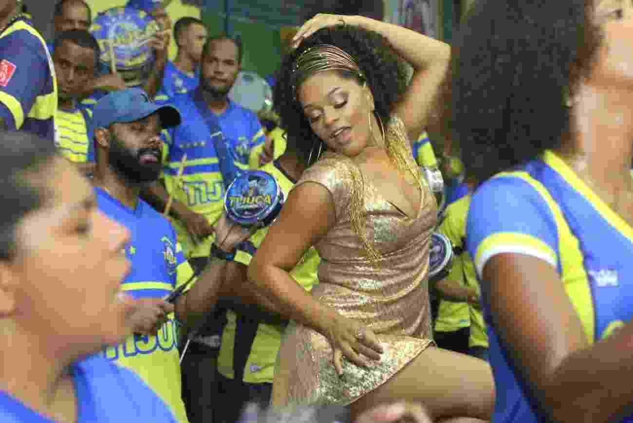 Juliana Alves participa de ensaio na noite de sábado (20) na quadra da Unidos da Tijuca, no Rio de Janeiro - Daniel Pinheiro/AgNews