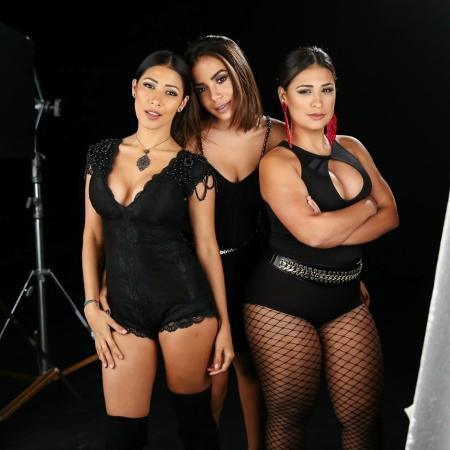 Anitta já colocou um pezinho no sertanejo quando gravou com Simone e Simaria - Manuela Scarpa/Brazil News