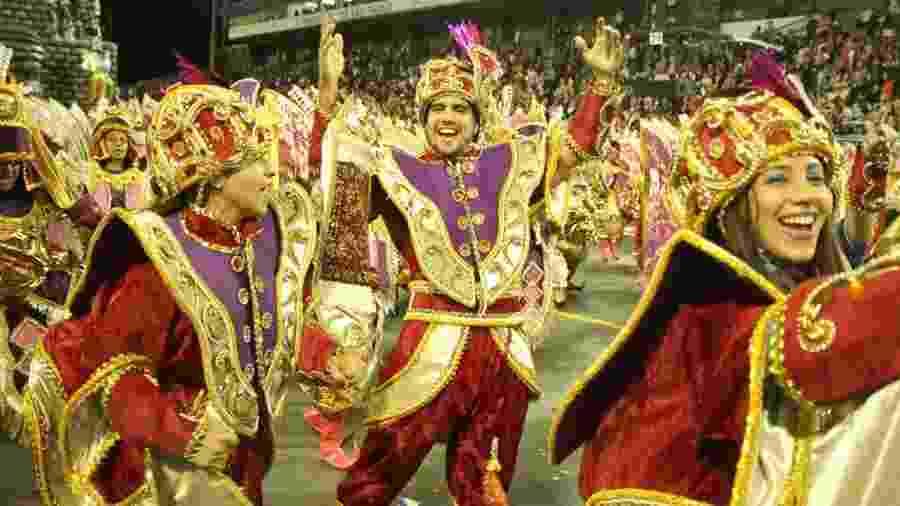 Caio Castro se divertiu no Desfile das Campeãs com a Águia de Ouro - Amauri Nehn/Brazil News