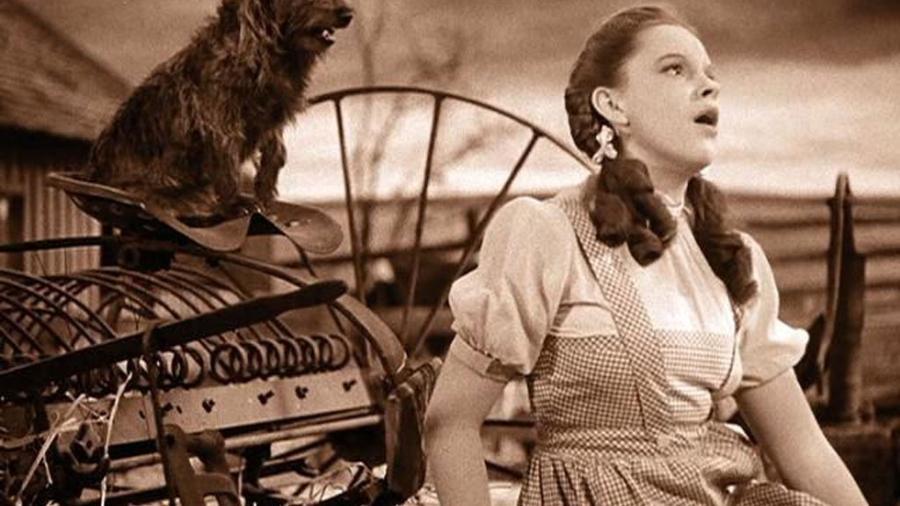 """Judy Garland em cena em """"O Mágico de Oz"""" (1939) - Divulgação"""