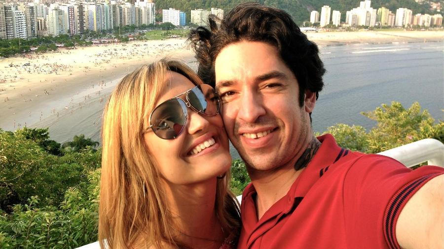 Claudia Bossle Campos e o baixista Champignon - Reprodução