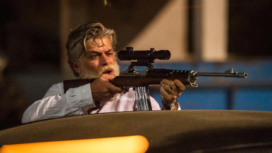 Ramiro dispara contra o hotel no qual Cássia está - Globo/Estevam Avellar