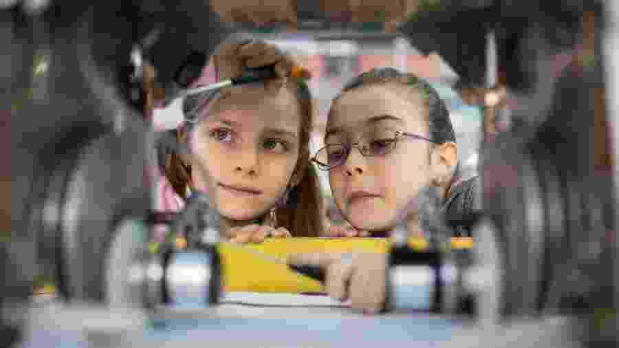 Meninas cientistas: o o sonho de trabalhar com ciência começa na infância - iStock