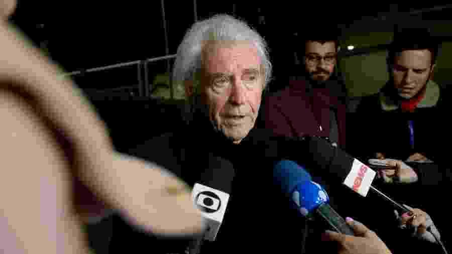 Juca de Oliveira se emociona no velório de Beatriz Segall no Hospital Albert Einstein, em São Paulo - Francisco Cepeda/AgNews