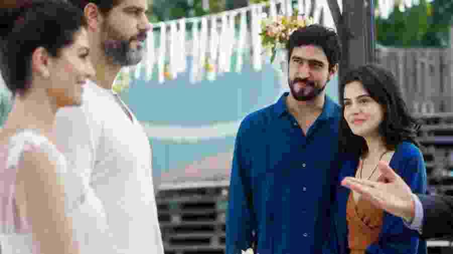 Helena (Carol Castro) e Hussein (Bruno Cabrerizo) se casam na presença de Laila (Julia Dalavia) e Jamil (Renato Goes) - Globo/Raquel Cunha
