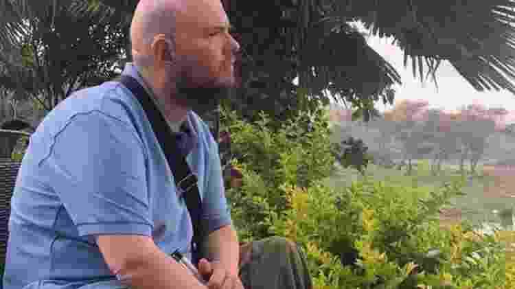 Tony Giles diz que, no início, viajar era uma maneira de ajudá-lo a fugir das próprias emoções - The Travel Show, BBC News