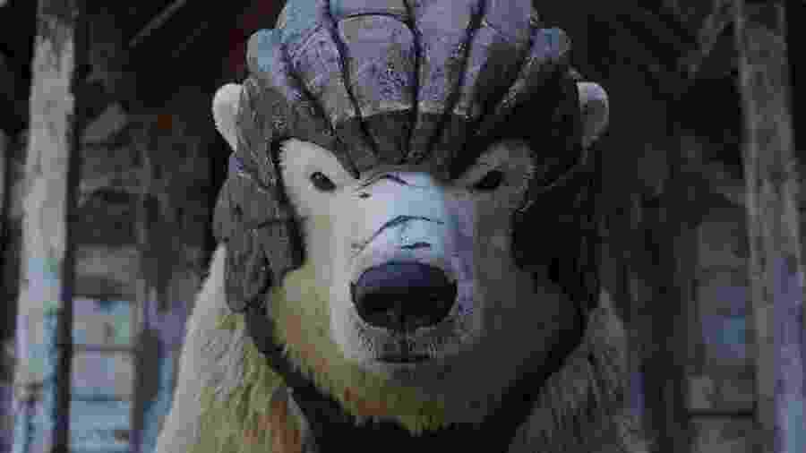 Um urso poderoso surge com armadura em His Dark Materials - Divulgação