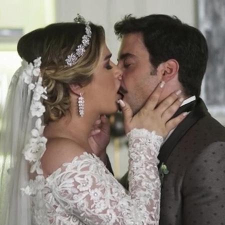 Britney (Glamour Garcia) e Abel (Pedro Carvalho) se casaram em A Dona do Pedaço  - Reprodução/Instagram