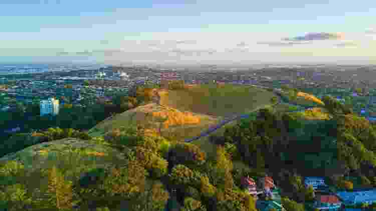 Vista aérea do Mount Eden, mais famoso cone vulcânico de Auckland  - Getty Images/iStockphoto - Getty Images/iStockphoto