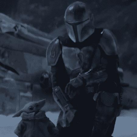 Baby Yoda ao lado do personagem título de 'The Mandalorian', no trailer da segunda temporada - Reprodução/Twitter - Reprodução/Twitter