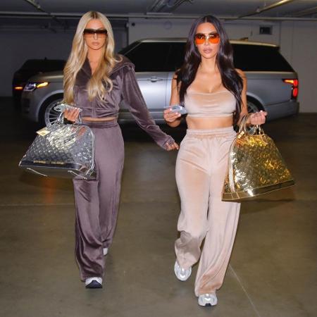 Paris Hilton e Kim Kardashian simularam fotos de paparazzi em campanha para a coleção Velour - Reprodução/Instagram