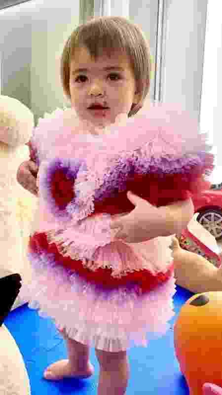 Zoe usa um vestido tie-dye de tule com babados - Reprodução Instagram - Reprodução Instagram
