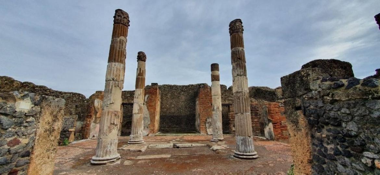 As colunas milenares sofreram danos por bombardeiros na Segunda Guerra e terremotos. Agora, foram recuperadas - Reprodução/pompeiisites.org