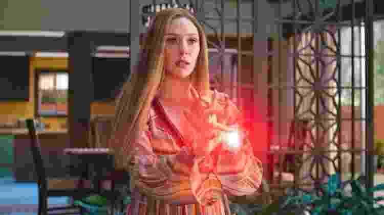 Elizabeth Olsen como Wanda Maximoff em 'WandaVision' - Reprodução - Reprodução