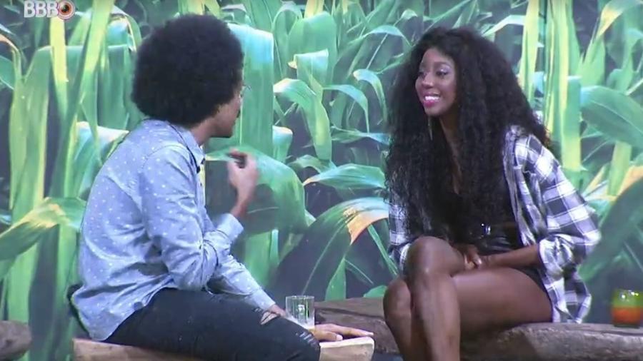 BBB 21: João e Camilla conversam durante festa do líder - Reprodução/ Globoplay