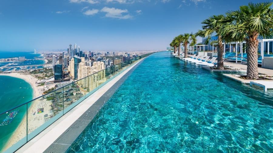 Vista da piscina infinita localizada na cobertura do Address Beach Resort - Reprodução/Address Beach Resort