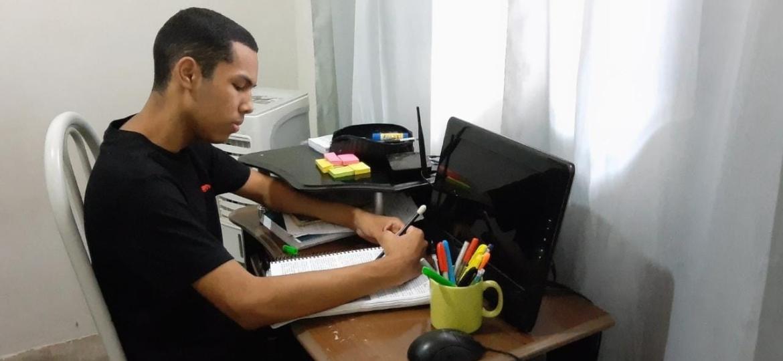 Aluno que criou perfil de apoio para o Enem e é aprovado na Universidade Estadual do PI - Arquivo Pessoal
