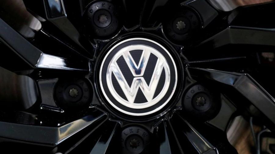 Logo da Volkswagen; empresa lançou hoje um banco digital que visa facilitar transações feitas por frotistas, transportadoras e caminhoneiros - REUTERS/Francois Lenoir