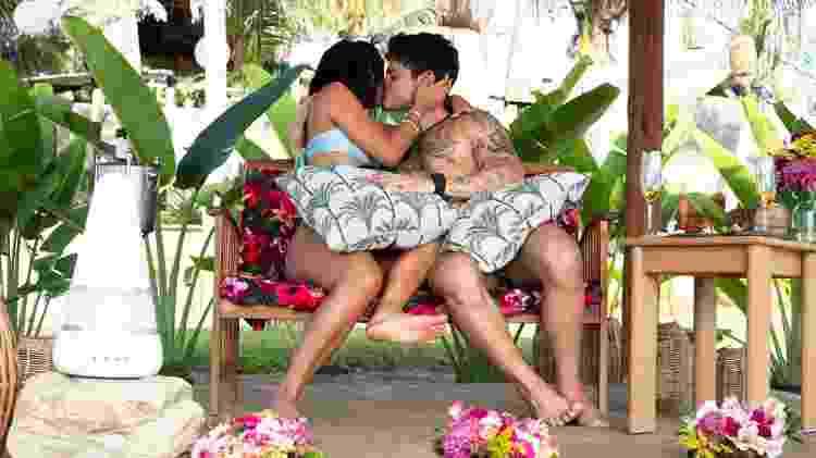 Kethellen e Davi se beijam em 'Brincando com Fogo Brasil' - Divulgação/Netflix - Divulgação/Netflix