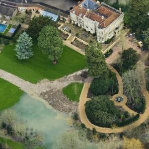 Mansão de George Clooney na Inglaterra, comprada em 2014, está sob risco de inundação - Reprodução/Daily Mail