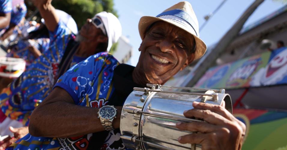 8.fev.2016 - Bloco da saudade arrasta foliões de todas as idades no circuito Campo Grande