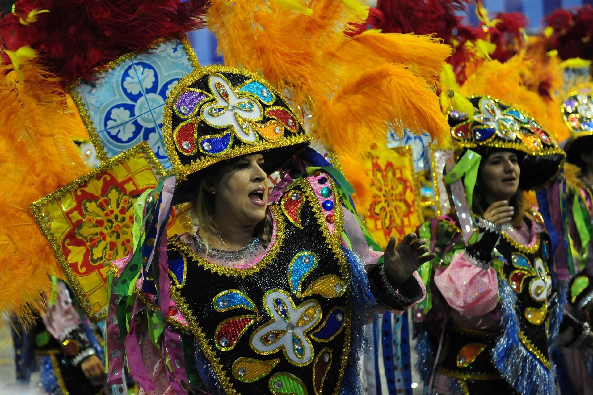 13.fev.2016 - A Acadêmicos do Tatuapé homenageou a Beija-Flor, tradicional escola de samba de Nil[opolis (RJ)