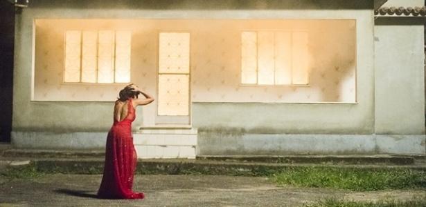 Tóia se desespera ao ver a casa que Romero está em chamas - João Miguel Júnior/TV Globo