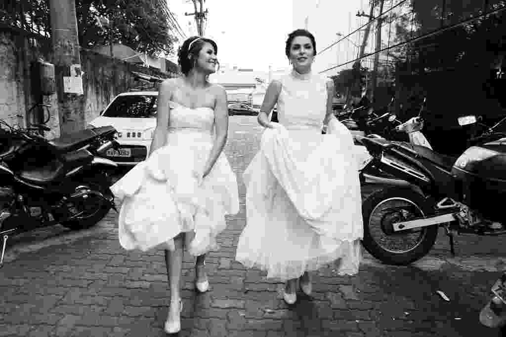 Imagem feita pela empresa Gataria de um casamento entre duas mulheres. Desde 2015, Tata Barreto, 38, e Renata Ferrer, 29, decidiram unir a paixão em comum pela fotografia --e o talento-- para registrar momentos da comunidade LGBT. As fotógrafas têm esse nicho de trabalho porque sempre quiseram trabalhar com um público do qual fazem parte - Divulgação/Gataria