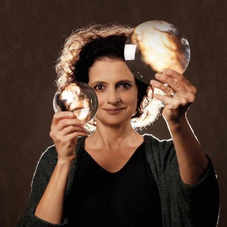 """Denise Fraga na montagem """"Galileu Galilei"""", com direção de Cibele Forjaz - Joa?o Caldas"""