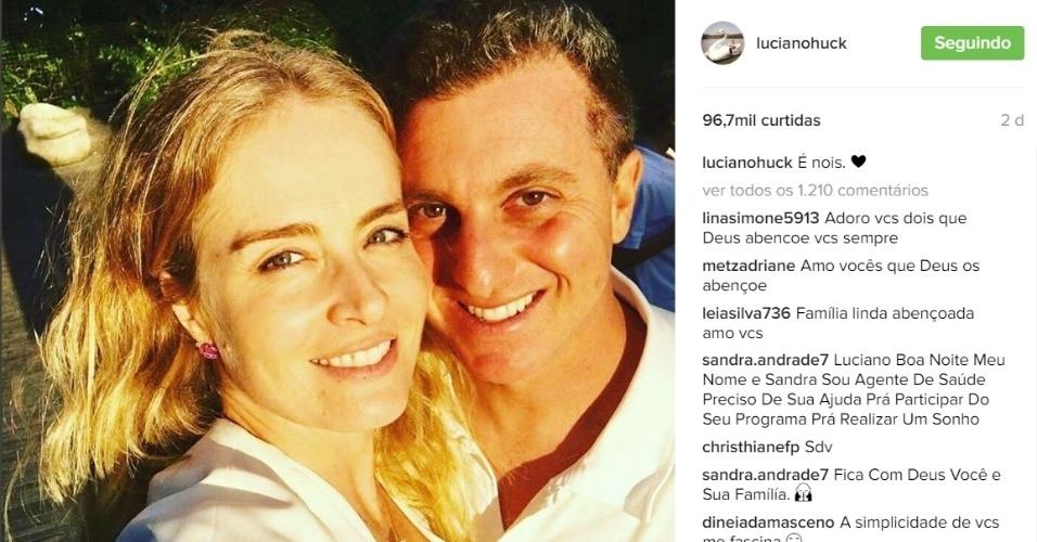 """24.mai.2016 - Um ano após sofrer um grave acidente de avião com a família, Luciano Huck usou seu perfil no Instagram para postar uma mensagem de agradecimento por ter escapado com vida da tragédia. """"Dia de agradecer. Agradecer sempre"""", escreveu ele, completando o texto com as hashtags """"dando valor"""", """"renascimento"""", """"felicidade"""", """"Família"""", """"amor"""" e """"2405"""""""